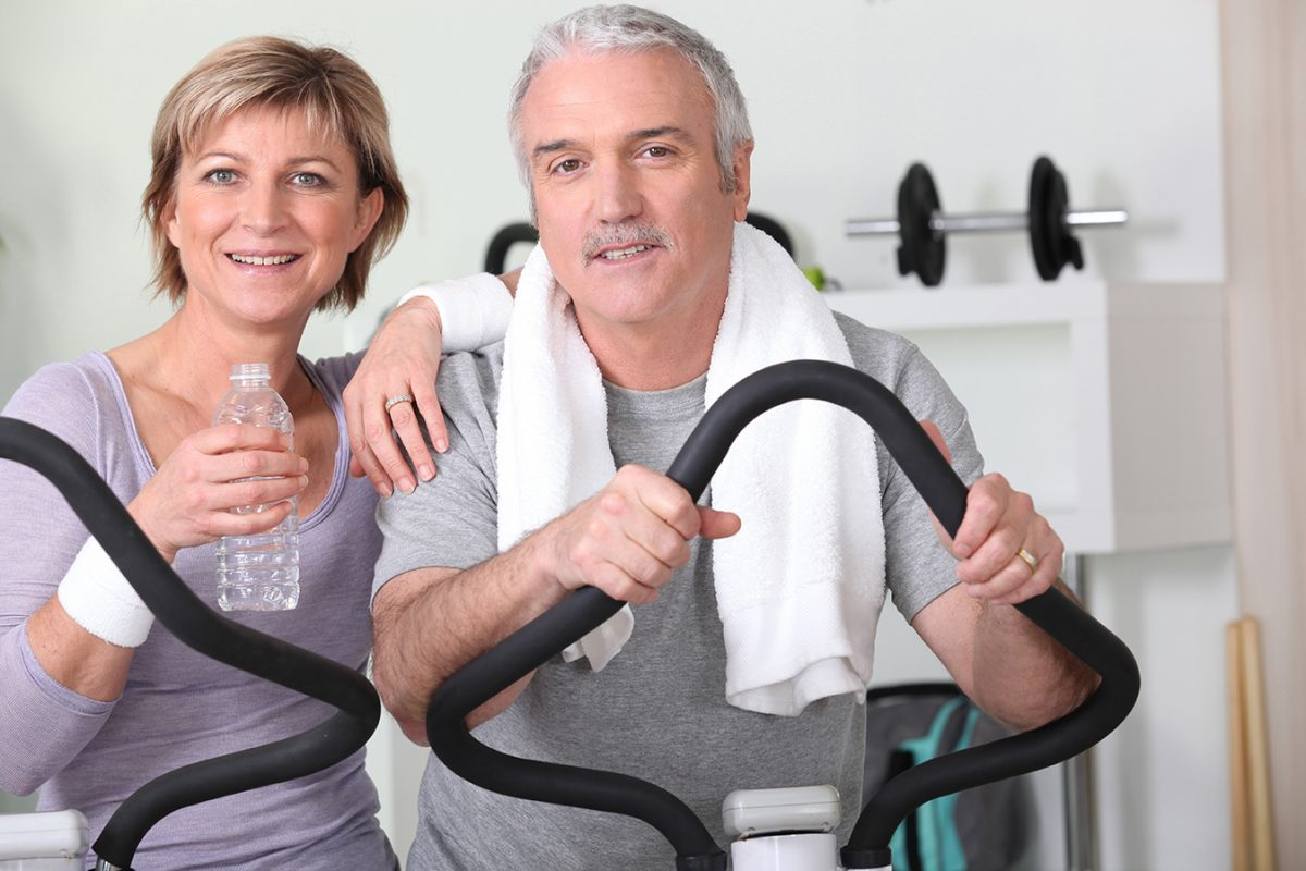 Older couple at the gym