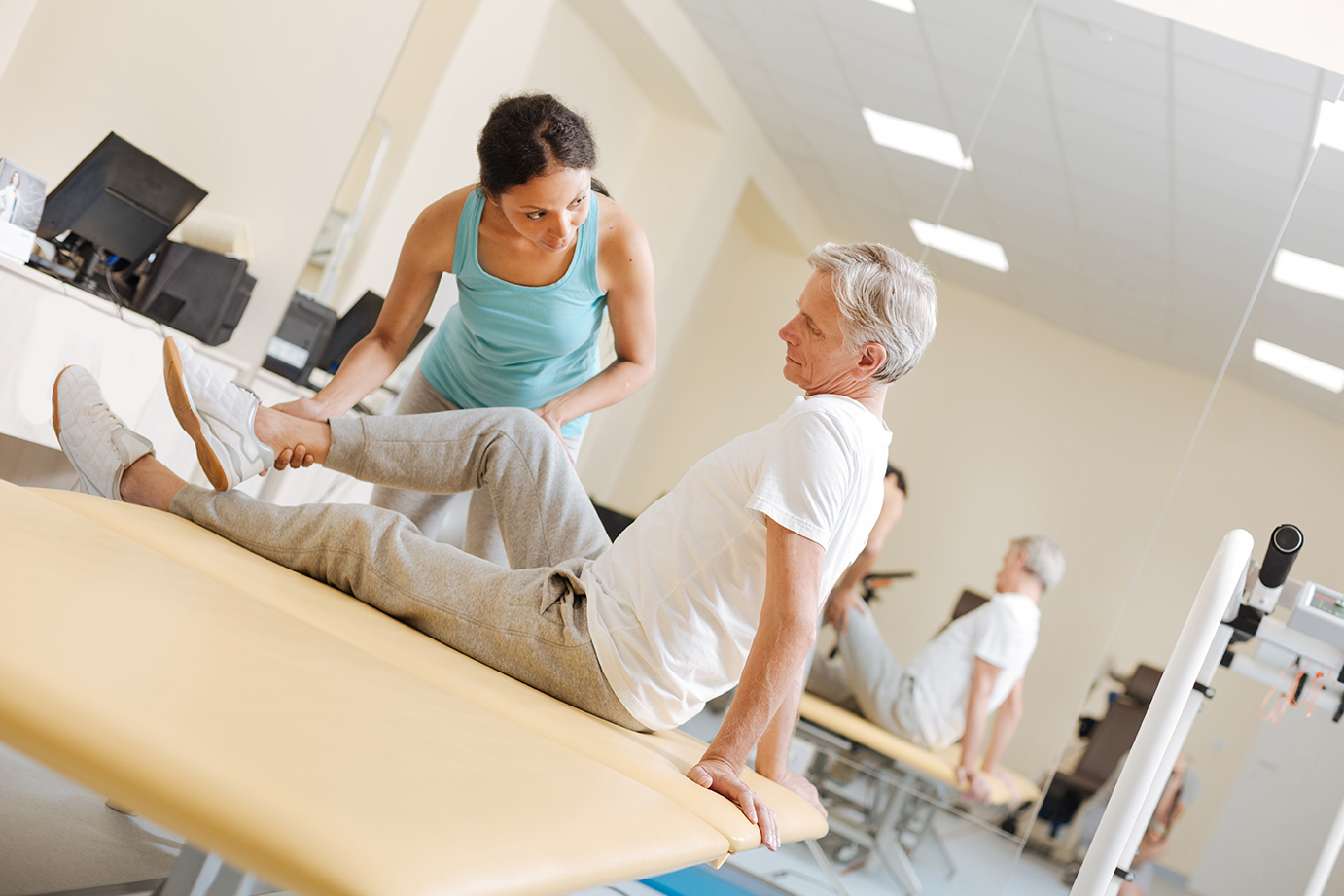 trainer-senior-client-stretch
